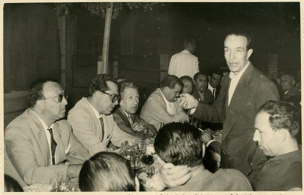 MMH-040-Firma del convenio colectivo de la Construcción en el restaurante Chirón_15-07-1961 - Fot Flores