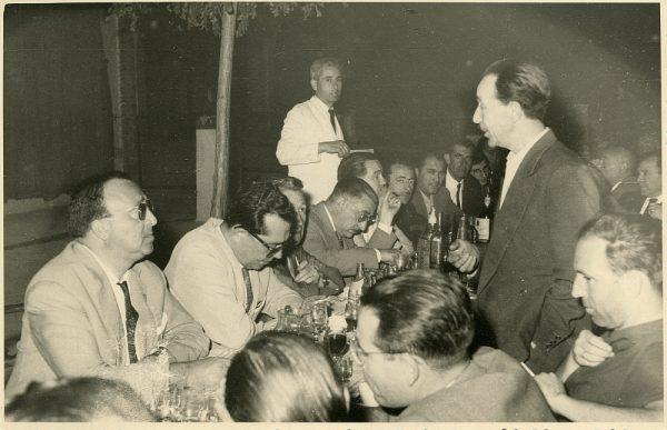 MMH-041-Firma del convenio colectivo de la Construcción en el restaurante Chirón_15-07-1961 - Fot Flores
