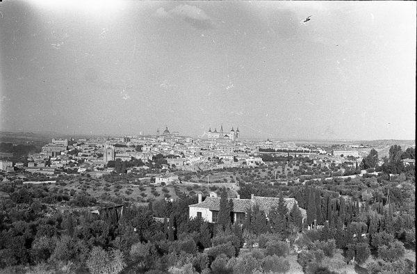 MMH-052-Vista de Toledo desde un cigarral_20-09-1963 - Foto Nieto