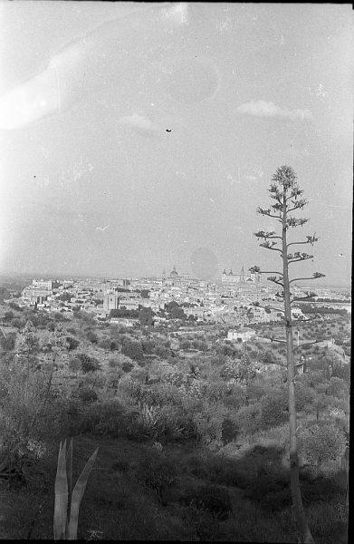 MMH-053-Vista de Toledo desde un cigarral_20-09-1963 - Foto Nieto