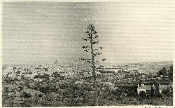 MMH-055-Vista de Toledo desde un cigarral_20-09-1963 - Foto Nieto
