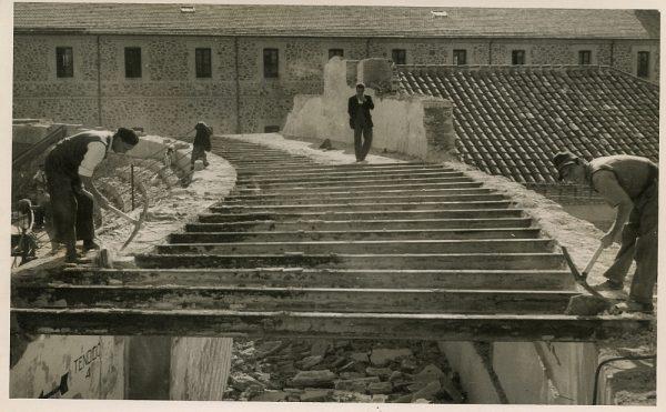 MMH-066-Obras en la plaza de toros de Toledo_1955