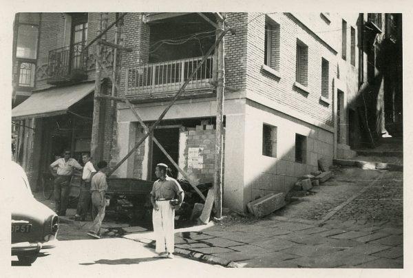 MMH-078-Obras en edificio de calle Armas esquina calle Recoletos_1960