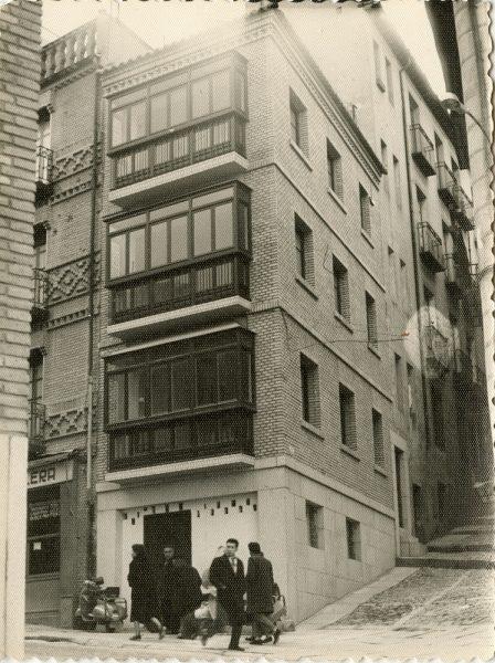 MMH-079-Obras en edificio de calle Armas esquina calle Recoletos_1960