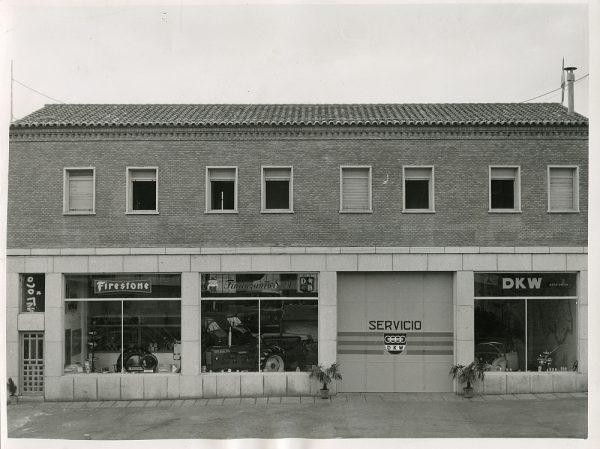 MMH-082-Exterior de los talleres Calvo en la carretera de Madrid_ca 1973 - Fot Flores