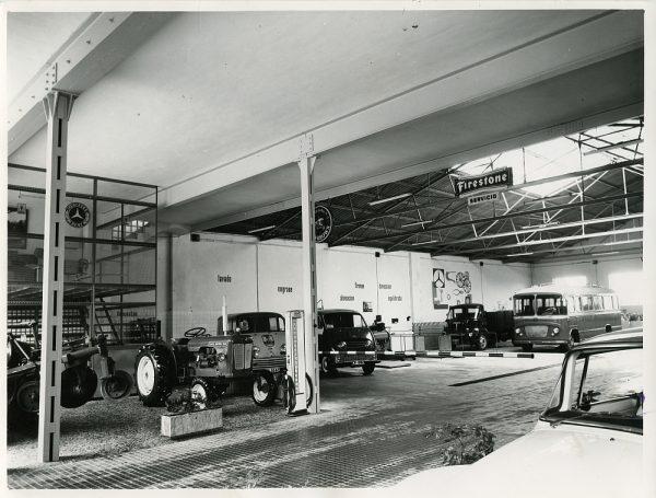 MMH-084-Interior de los talleres Calvo en la carretera de Madrid_ca 1973 - Fot Flores
