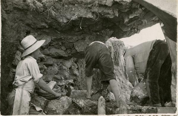 MMH-088-Obras en un pilar en el sifón del canal de aguas del Torcón_Septiembre de 1952