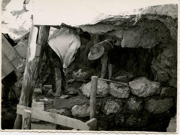 MMH-089-Obras en un pilar en el sifón del canal de aguas del Torcón_Septiembre de 1952