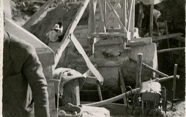 MMH-091-Obras en un pilar en el sifón del canal de aguas del Torcón_Septiembre de 1952