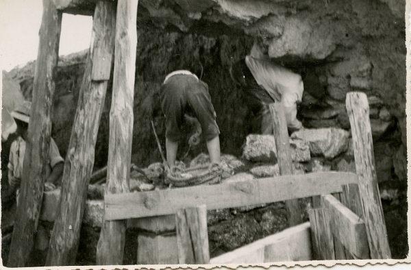 MMH-092-Obras en un pilar en el sifón del canal de aguas del Torcón_Septiembre de 1952