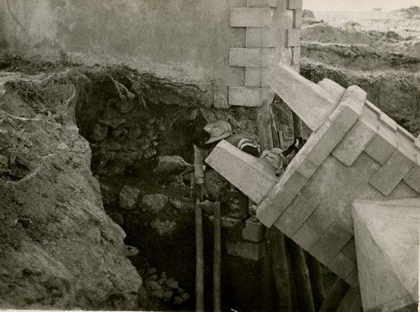 MMH-094-Obras en un pilar en el sifón del canal de aguas del Torcón_Septiembre de 1952