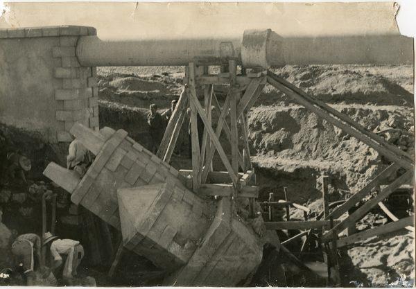 MMH-095-Obras en un pilar en el sifón del canal de aguas del Torcón_Septiembre de 1952
