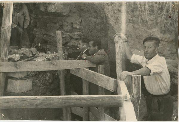 MMH-096-Obras en un pilar en el sifón del canal de aguas del Torcón_Septiembre de 1952