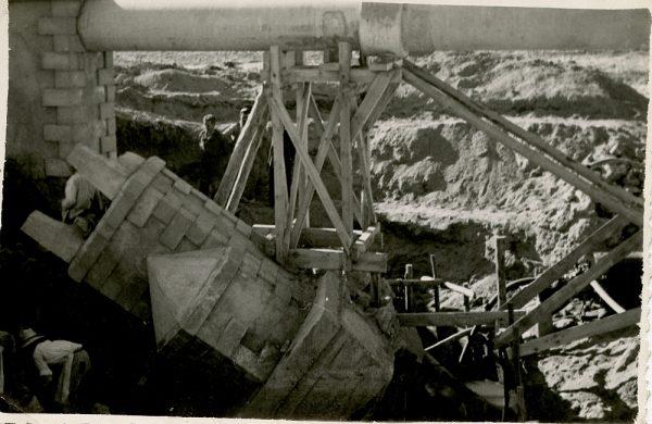 MMH-098-Obras en un pilar en el sifón del canal de aguas del Torcón_Septiembre de 1952