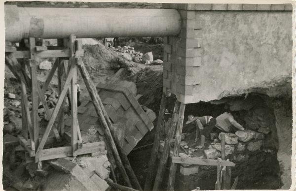 MMH-103-Obras en un pilar en el sifón del canal de aguas del Torcón_Septiembre de 1952