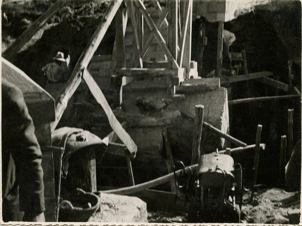 MMH-107-Obras en un pilar en el sifón del canal de aguas del Torcón_Septiembre de 1952