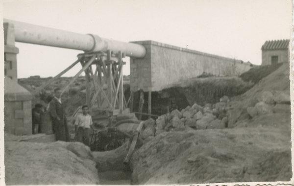 MMH-108-Obras en un pilar en el sifón del canal de aguas del Torcón_Septiembre de 1952