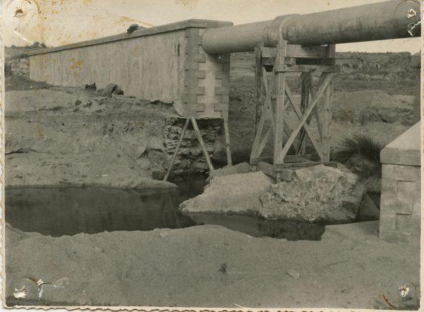 MMH-109-Obras en un pilar en el sifón del canal de aguas del Torcón_Septiembre de 1952