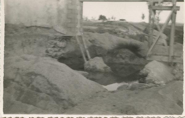 MMH-110-Obras en un pilar en el sifón del canal de aguas del Torcón_Septiembre de 1952