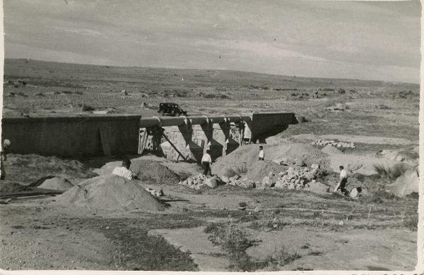 MMH-111-Obras en un pilar en el sifón del canal de aguas del Torcón_Septiembre de 1952