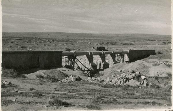 MMH-112-Obras en un pilar en el sifón del canal de aguas del Torcón_Septiembre de 1952