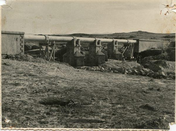 MMH-114-Obras en un pilar en el sifón del canal de aguas del Torcón_Septiembre de 1952