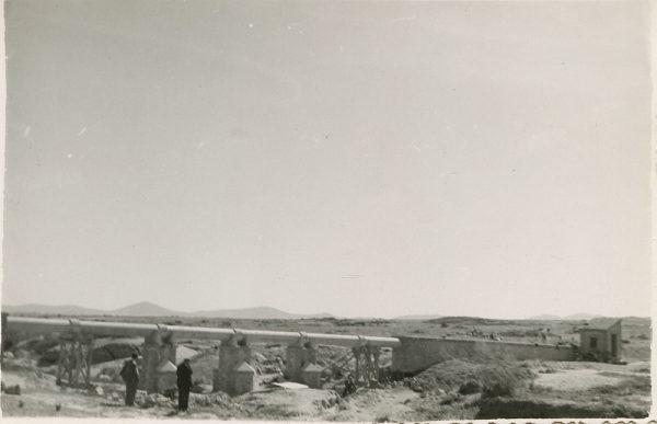 MMH-116-Obras en un pilar en el sifón del canal de aguas del Torcón_Septiembre de 1952