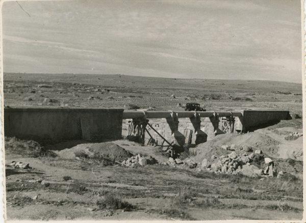 MMH-118-Obras en un pilar en el sifón del canal de aguas del Torcón_Septiembre de 1952