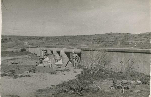 MMH-119-Obras en un pilar en el sifón del canal de aguas del Torcón_Septiembre de 1952
