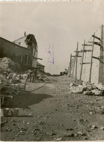 MMH-127-Obras de construcción del aparcamiento en la explanada del Alcázar, junto a San Miguel_ca 1954 - Fot Celestino