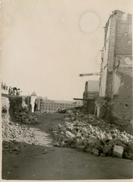 MMH-129-Obras de construcción del aparcamiento en la explanada del Alcázar, junto a San Miguel_ca 1954 - Fot Celestino