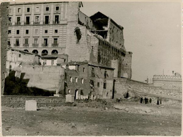 MMH-130-Obras de construcción del aparcamiento en la explanada del Alcázar, junto a San Miguel_ca 1954 - Fot Celestino