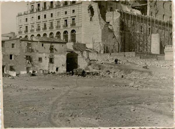 MMH-131-Obras de construcción del aparcamiento en la explanada del Alcázar, junto a San Miguel_ca 1954 - Fot Celestino