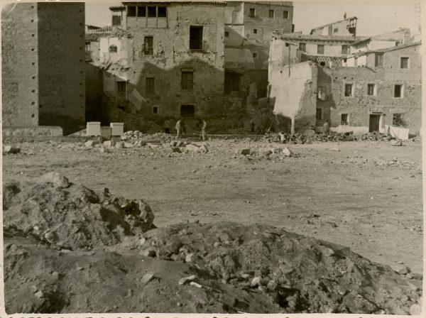 MMH-132-Obras de construcción del aparcamiento en la explanada del Alcázar, junto a San Miguel_ca 1954 - Fot Celestino