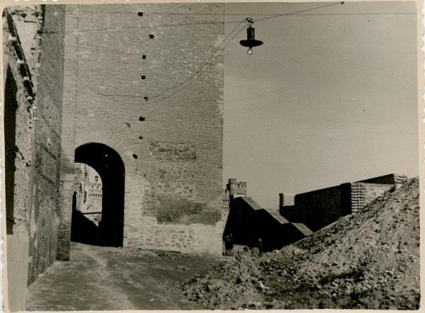 MMH-133-Obras de construcción del aparcamiento en la explanada del Alcázar, junto a San Miguel_ca 1954 - Fot Celestino