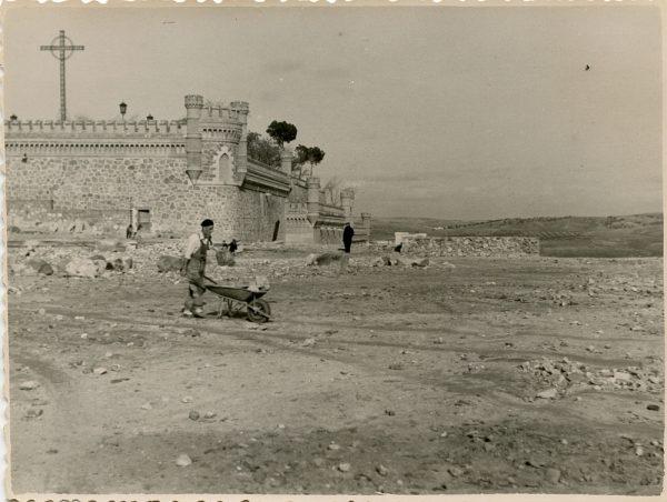 MMH-134-Obras de construcción del aparcamiento en la explanada del Alcázar, junto a San Miguel_ca 1954 - Fot Celestino