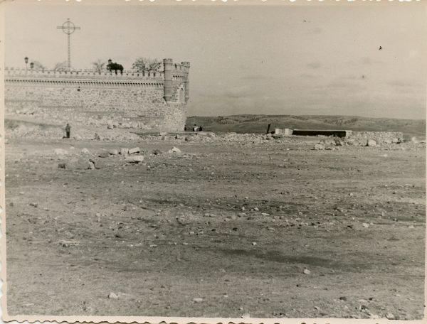 MMH-135-Obras de construcción del aparcamiento en la explanada del Alcázar, junto a San Miguel_ca 1954 - Fot Celestino