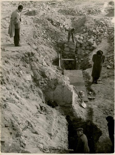 MMH-140-Obras de construcción del aparcamiento en la explanada del Alcázar, junto a San Miguel_ca 1954 - Fot Celestino