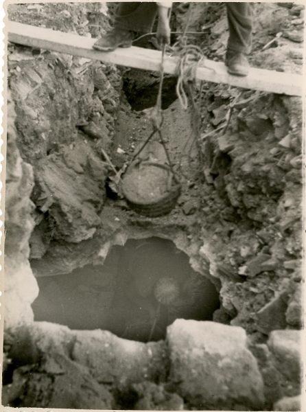 MMH-142-Obras de construcción del aparcamiento en la explanada del Alcázar, junto a San Miguel_ca 1954 - Fot Celestino