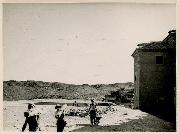 MMH-145-Obras de construcción del aparcamiento en la explanada del Alcázar, junto a San Miguel_ca 1954 - Fot Flores