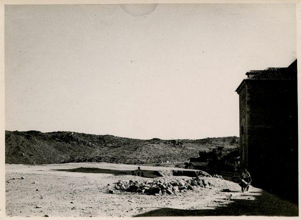 MMH-146-Obras de construcción del aparcamiento en la explanada del Alcázar, junto a San Miguel_ca 1954 - Fot Flores