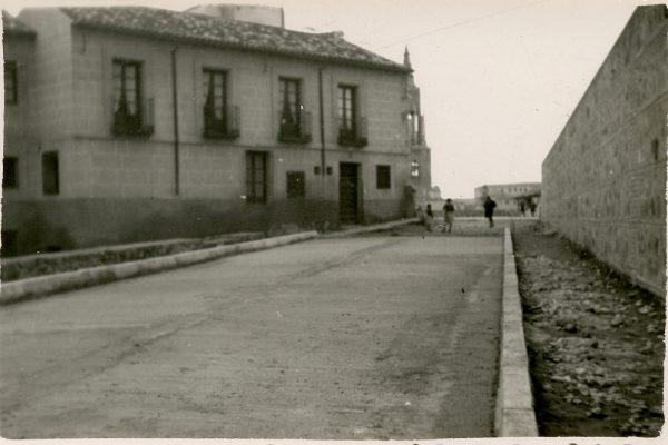 MMH-153-Urbanización de la cuesta de Capuchinos_ca 1955
