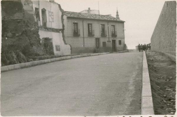 MMH-154-Urbanización de la cuesta de Capuchinos_ca 1955