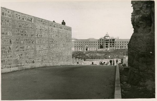 MMH-157-Urbanización de la cuesta de Capuchinos_ca 1955