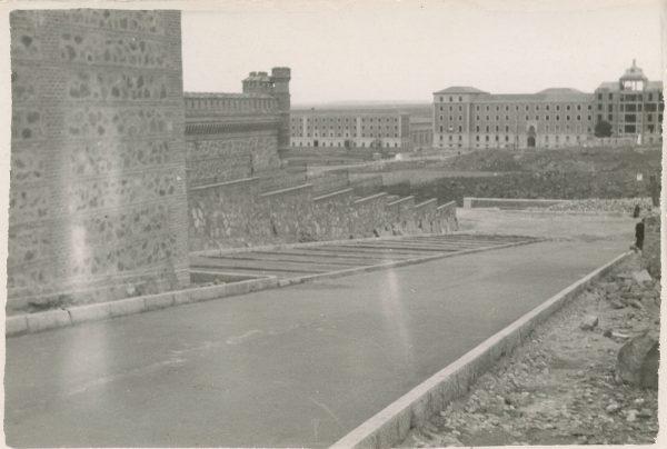 MMH-166-Urbanización de la cuesta de Capuchinos_ca 1955