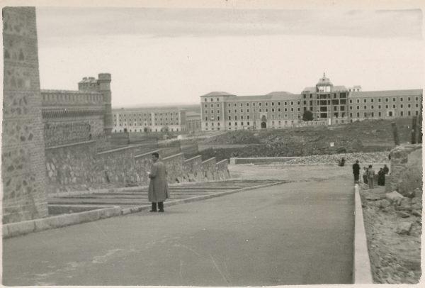 MMH-167-Urbanización de la cuesta de Capuchinos_ca 1955