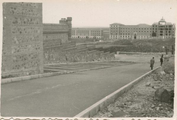 MMH-168-Urbanización de la cuesta de Capuchinos_ca 1955