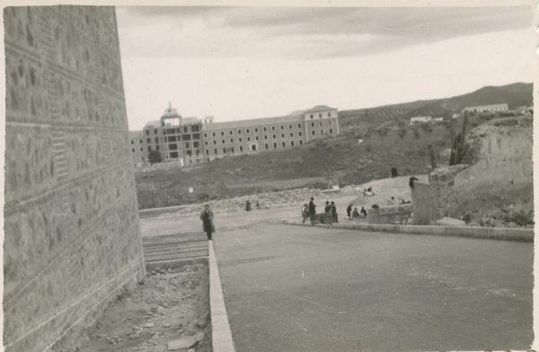 MMH-169-Urbanización de la cuesta de Capuchinos_ca 1955