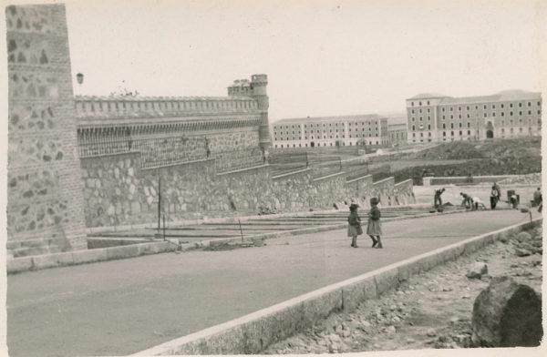 MMH-171-Urbanización de la cuesta de Capuchinos_ca 1955