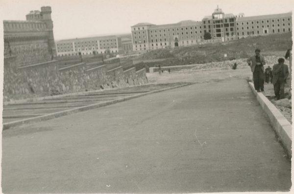 MMH-173-Urbanización de la cuesta de Capuchinos_ca 1955